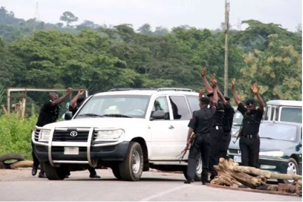Why Nigerians Prefer Military Checkpoints to Police Roadblocks