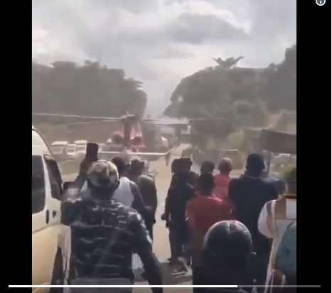 The Helicopter  Landed , And Saved The Man From Nigerian Road Traffic [Video]