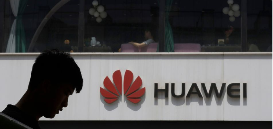 U.S. Considers Cutting Huawei off from Global Chip Supply